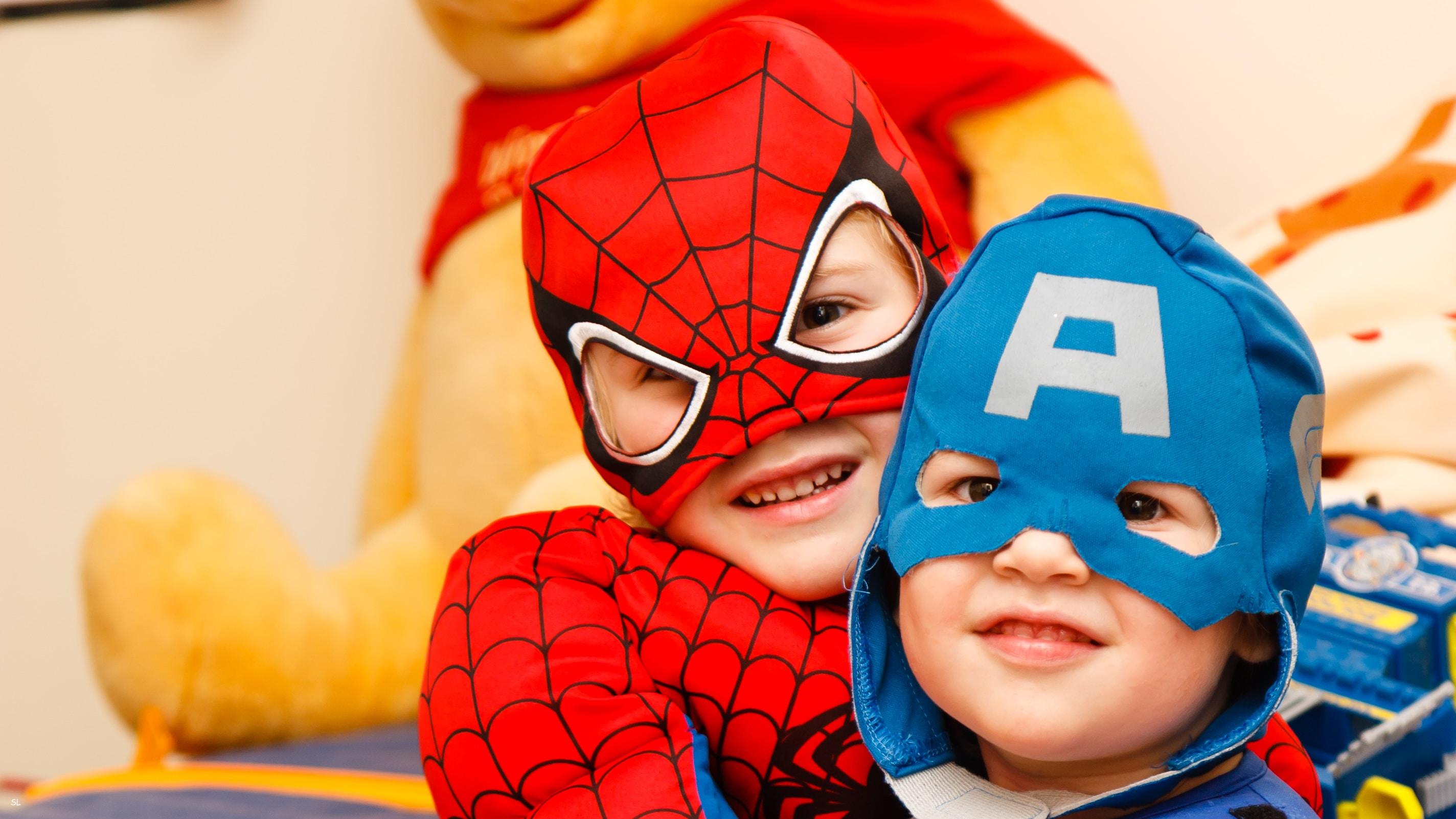Dzieci w przebraniach superbohaterów