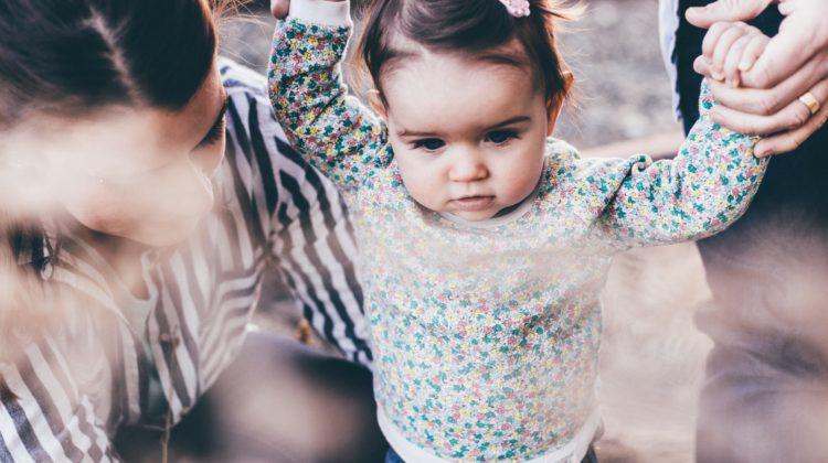 Dziewczynka z rodzicami